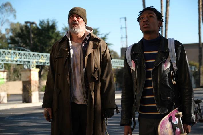 Joe Manganiello et Skylan Brooks, dans «Archenemy». Le film sort en salles et en numérique et VOD le 11 décembre