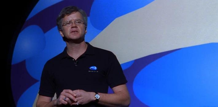 Tim Robbins dans le rôle de Bill Gates