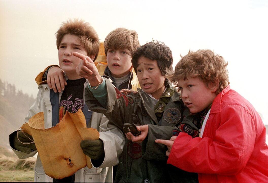 Le jeune casting des goonies: De gauche à droite: Cory Feldman, Sean Astin, Ke Huy Quan et Jeff Cohen. Droits d'auteur. Photos de Warner Bros.
