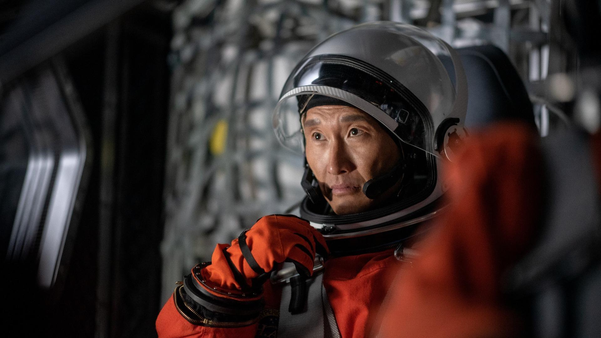 Daniel Dae Kim dans Stowaway