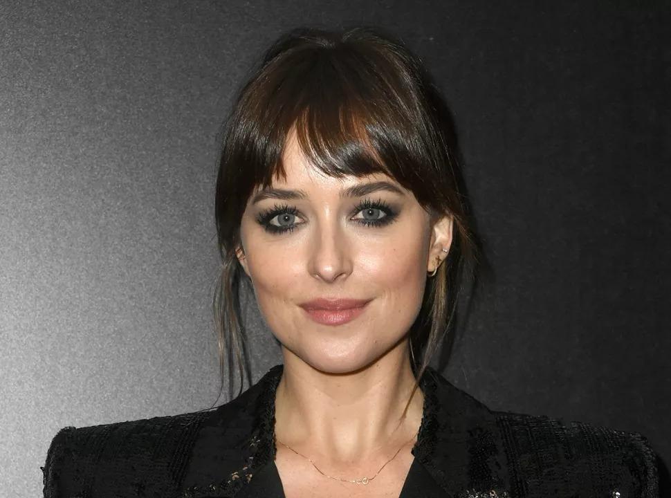 La star de la persuasion, Dakota Johnson, se rend en Grande-Bretagne pour incarner Anne Elliott.