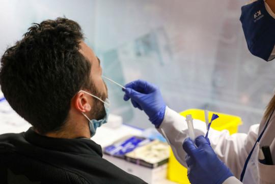 Madrid effectue des tests d'antigènes gratuits à l'échangeur de la Plaza De Castilla