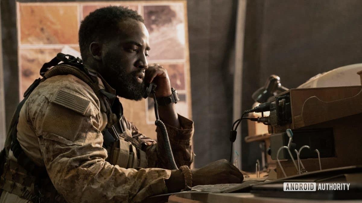 Invasion star Shamier Anderson en tant que soldat Trevante qui est stationné en Afghanistan
