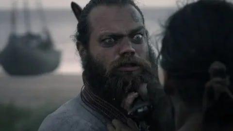 Jóhannes Haukur Jóhannesson interprète Olaf Haraldson dans Vikings : Valhalla