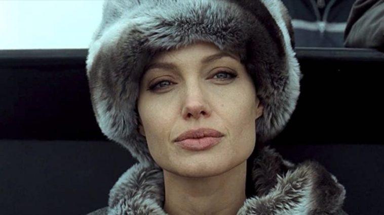Angelina Jolie publie sur Instagram avec une lettre désespérée d'une fille afghane
