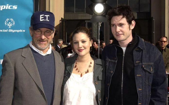 La star de Just Beyond, Henry Thomas, lors d'une réunion de E.T. avec Steven Spielberg et Drew Barrymore.