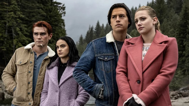 Archie, Veronica, Judghead, et Betty dans Riverdale